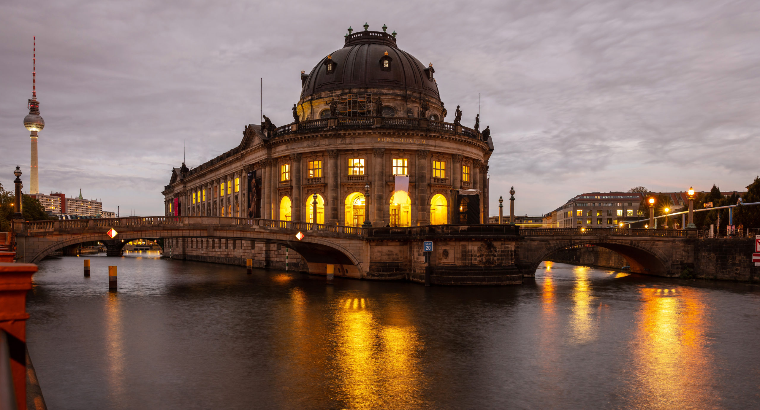 Die Museumsinsel in Berlin mit dem Pergamonmuseum. Foto: rawf8 via Envato.