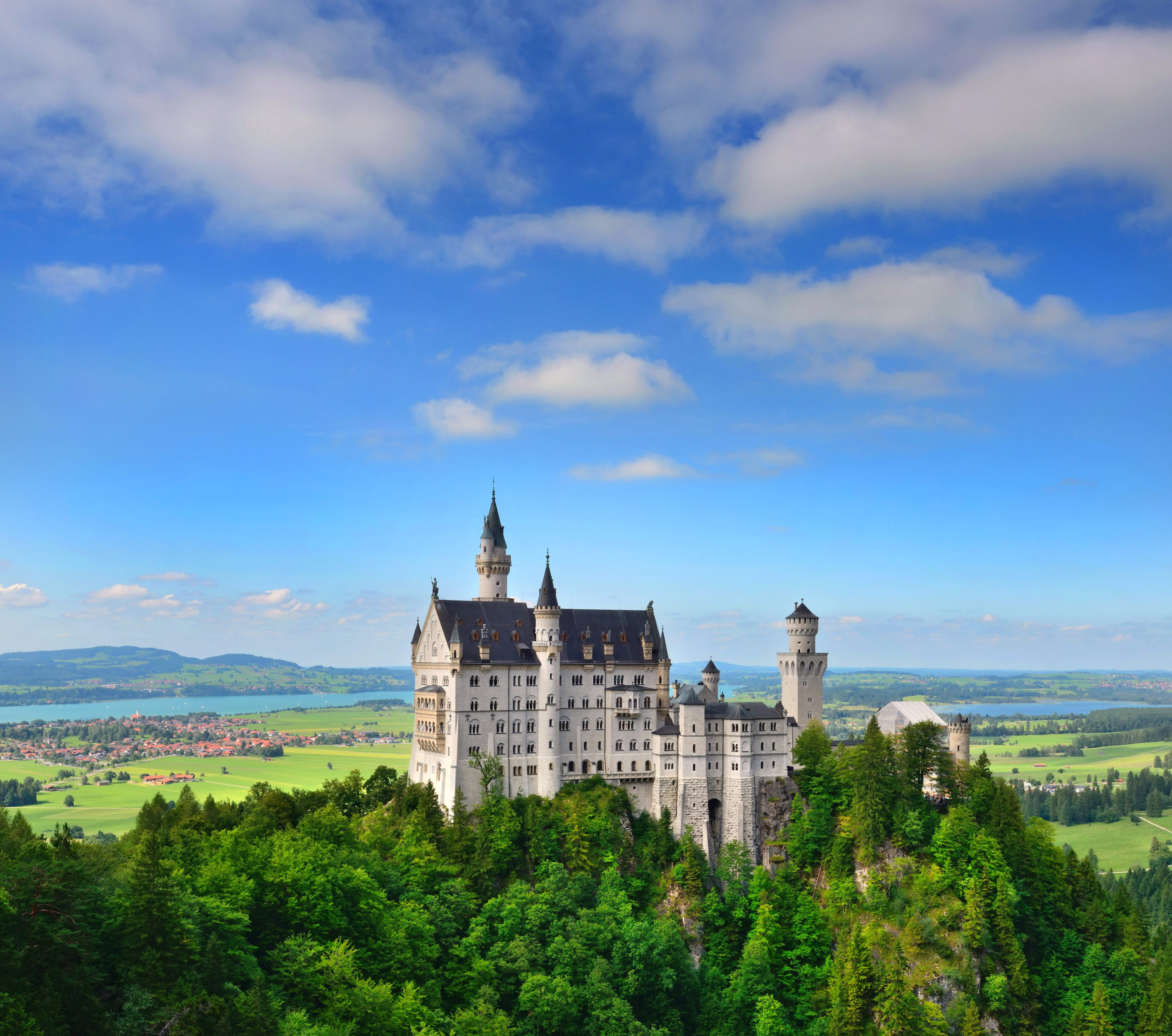 Schloss Neuschwanstein, ein Muss für Touristen aus der ganzen Welt. Foto Nataljusja via Envato.