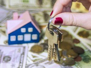 Die Beauftragung eines Immobilienmaklers kann zahlreiche Vorteile bringen. Foto @Tereza via Twenty20
