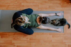 Yoga und Meditation können viel dazu beitragen, die Unzufriedenheit mit sich selbst zu beseitigen. Foto Emotioncollector via Twenty20