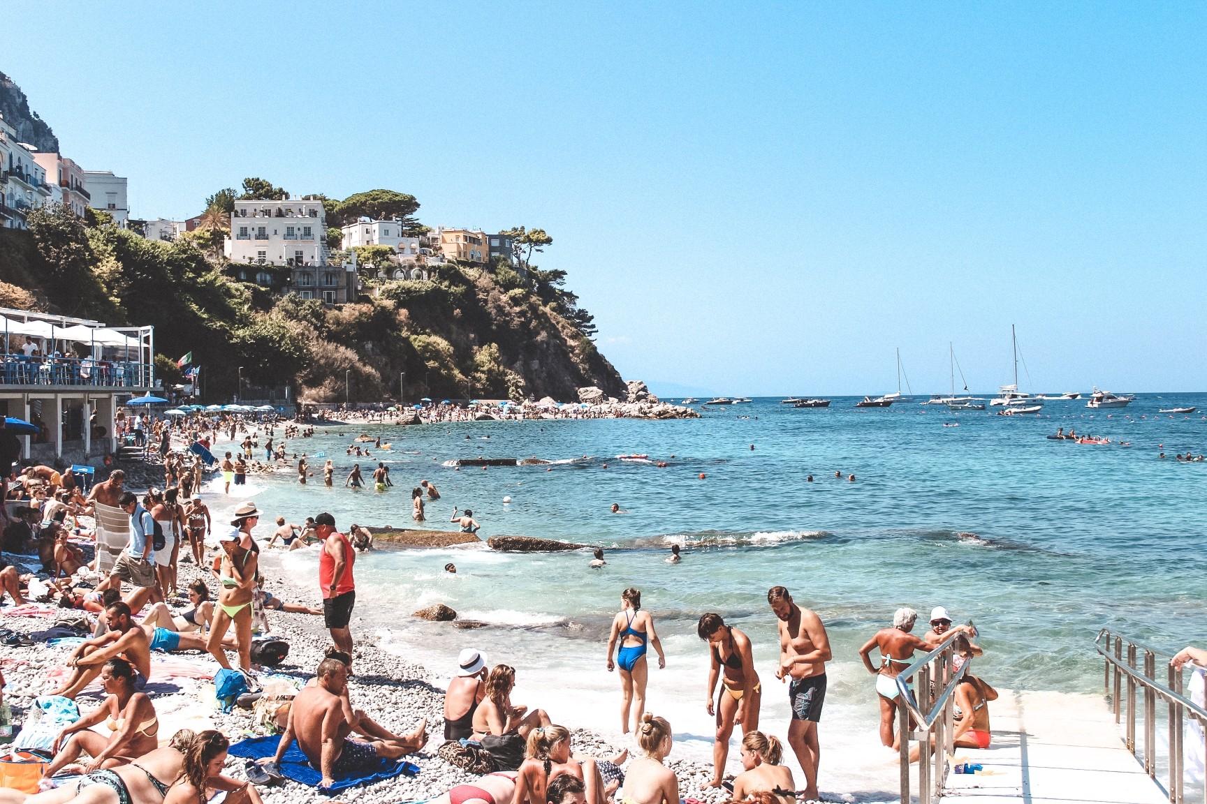 Am Strand auf Capri ist eine Sonnenmilch mit hohem Lichtschutzfaktor sinnvoll. Foto marissapapapietro via Twenty20